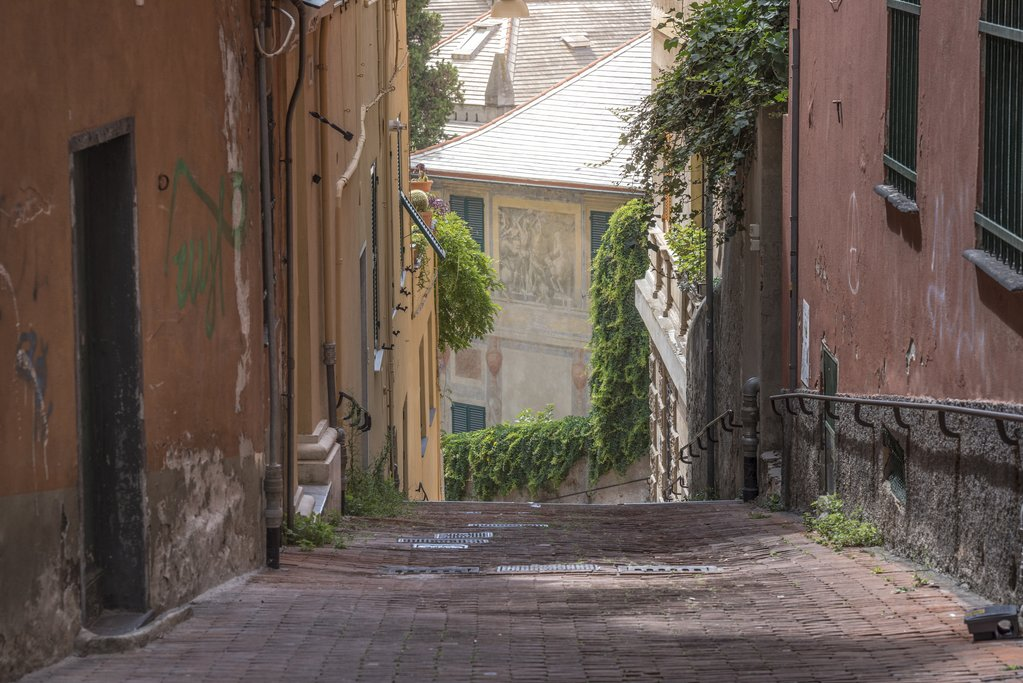 Narrow street near the Spianata Castelletto