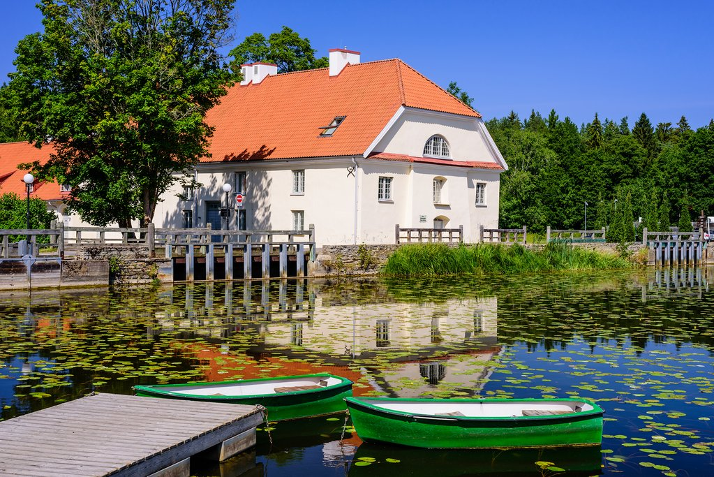 Relax in a country manor in Estonia