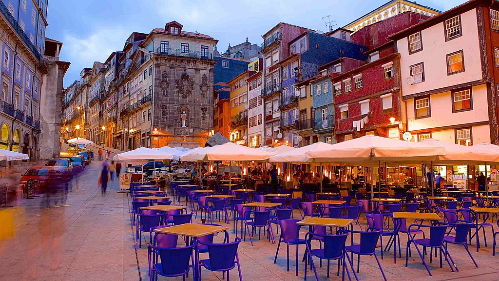 Ribeira Square at night
