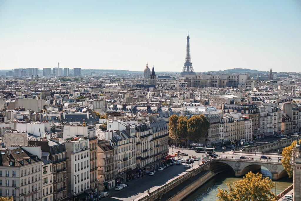 Along the Seine [Photo by Alexander Kagan on Unsplash]
