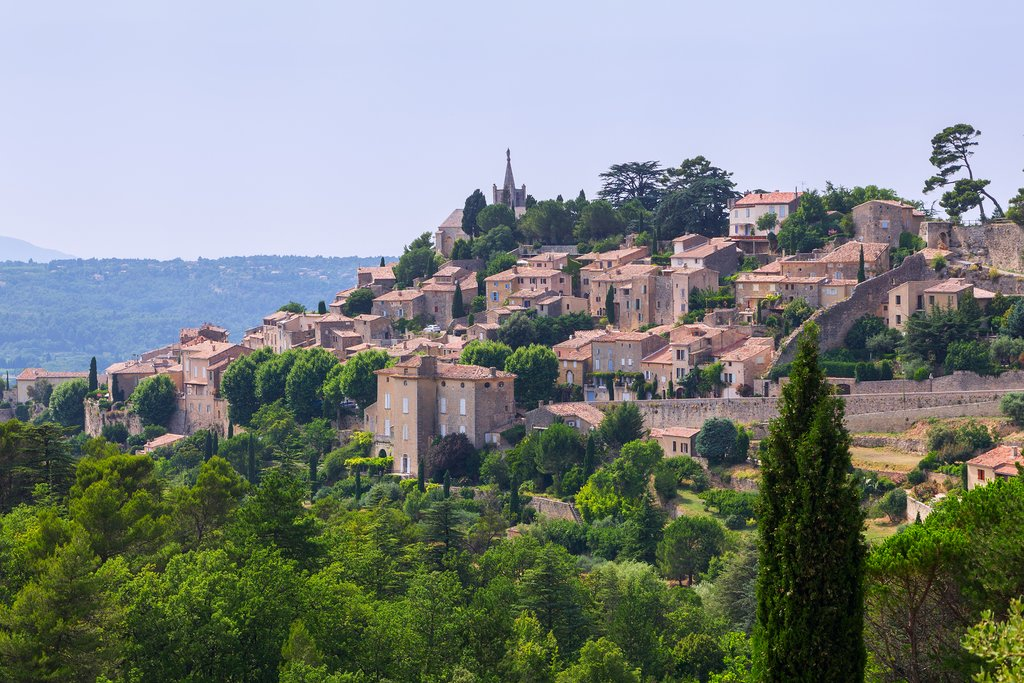 The scenic hilltop setting of Bonnieux