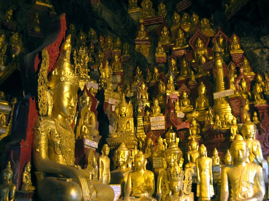 Buddhas inside the Pindaya Caves