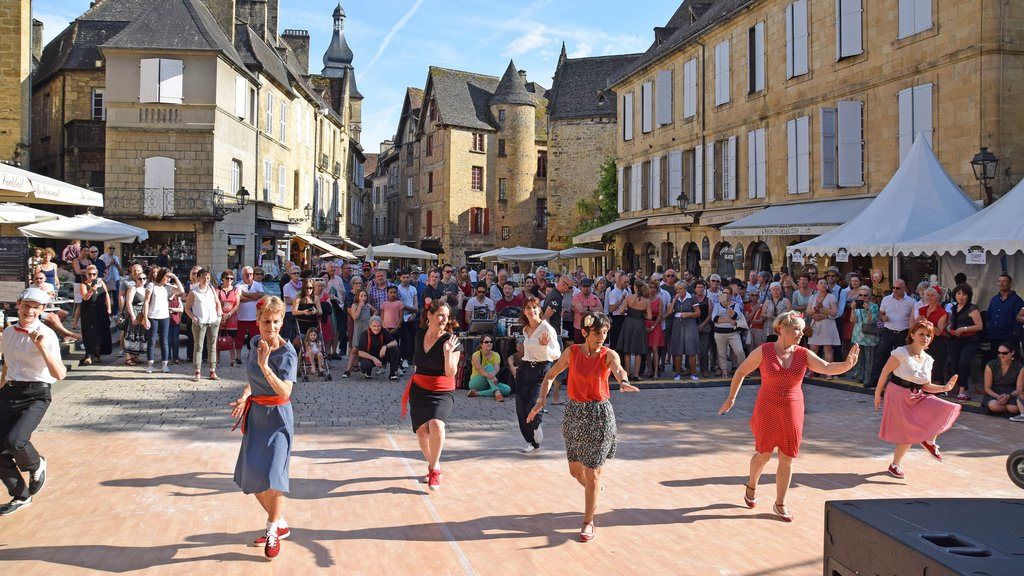 Local dances in Sarlat