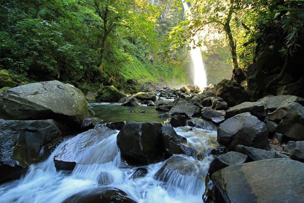 La Fortuna River and the falls