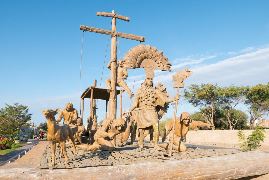 Statues representing the arrival of the Incas in Yortuque Walk, Chiclayo