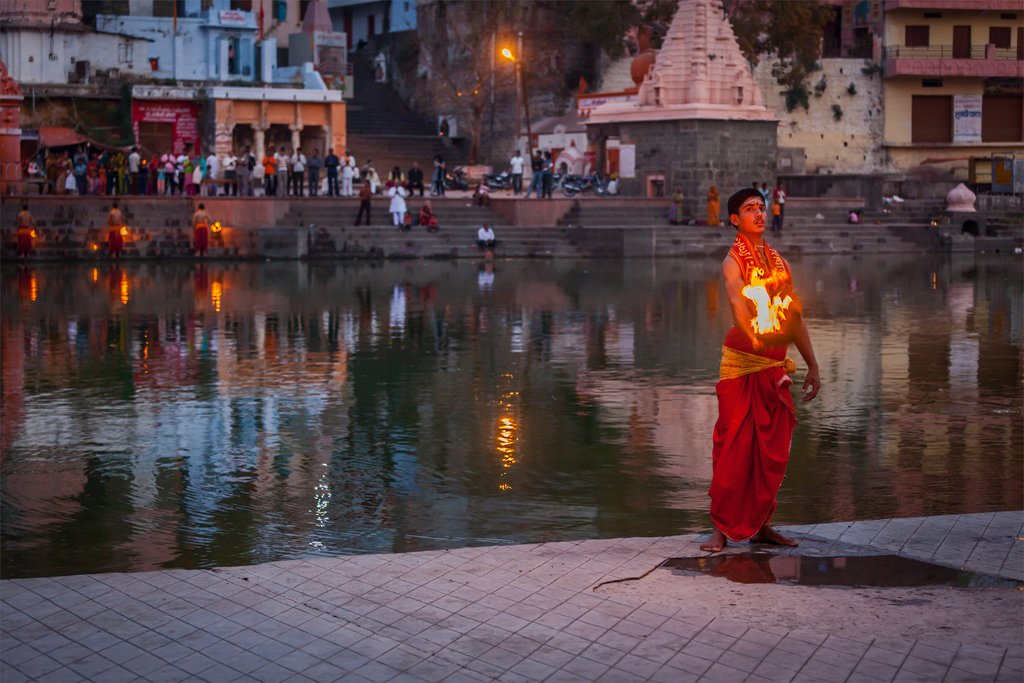 A ceremony being performed on the holy river in Ujjain
