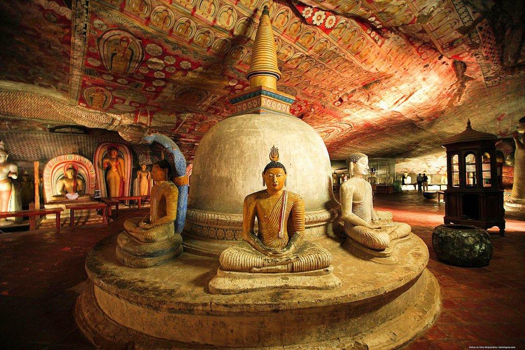 Pagoda & Buddha Statues Dambulla Cave Temple