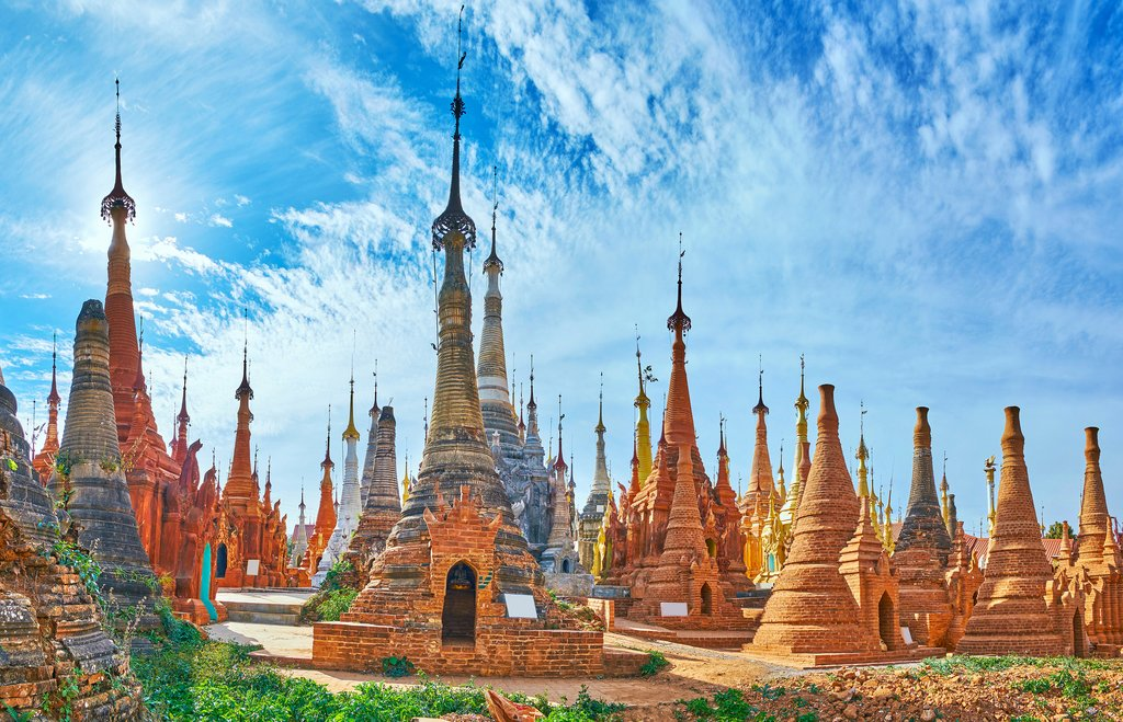 Rows of small stupas at Shwe Inn Dein Pagoda