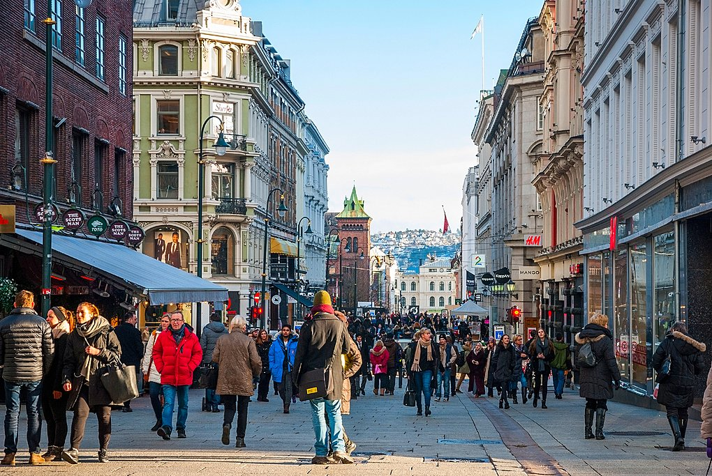 Winter shoppers in Norway's capital