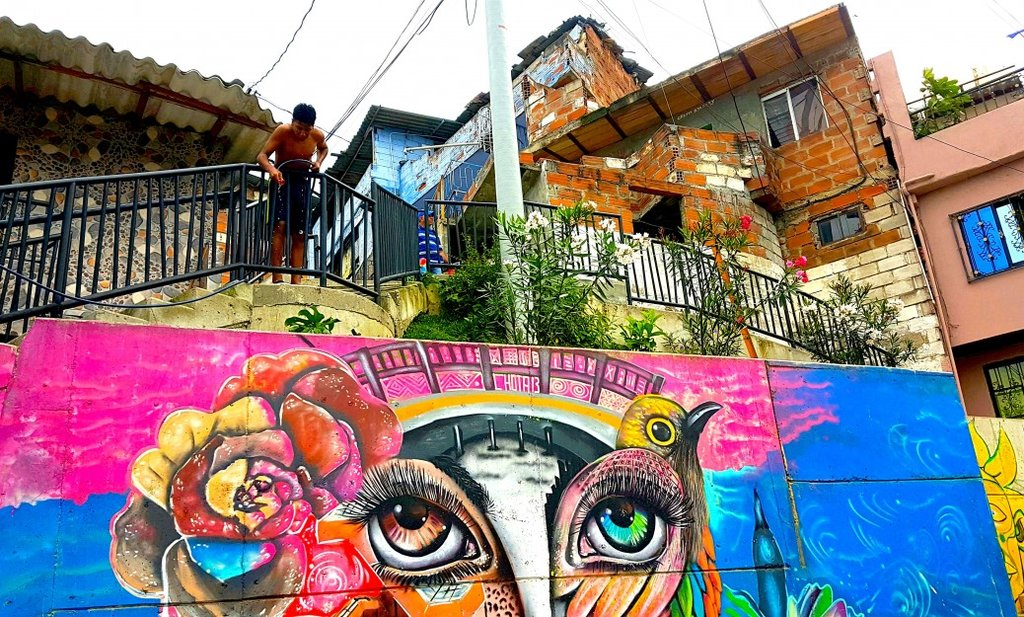 The vibrant murals of Comuna 13.