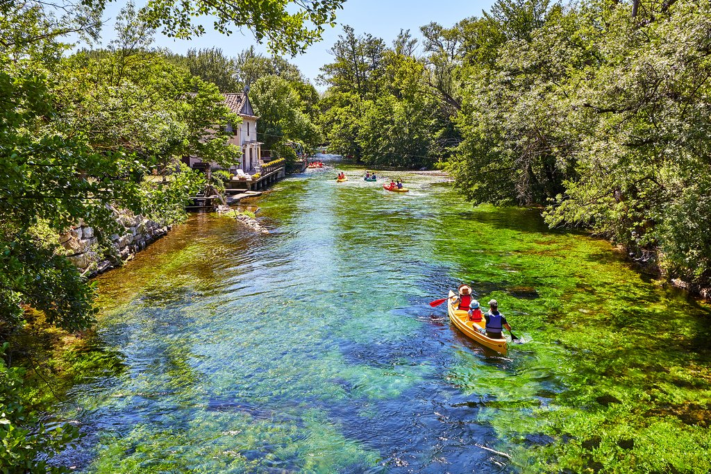 Spend the afternoon canoeing down the River Sorgue