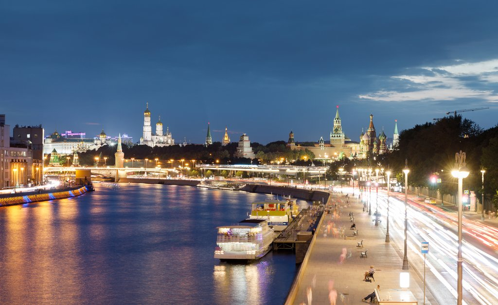 Moskva River at night