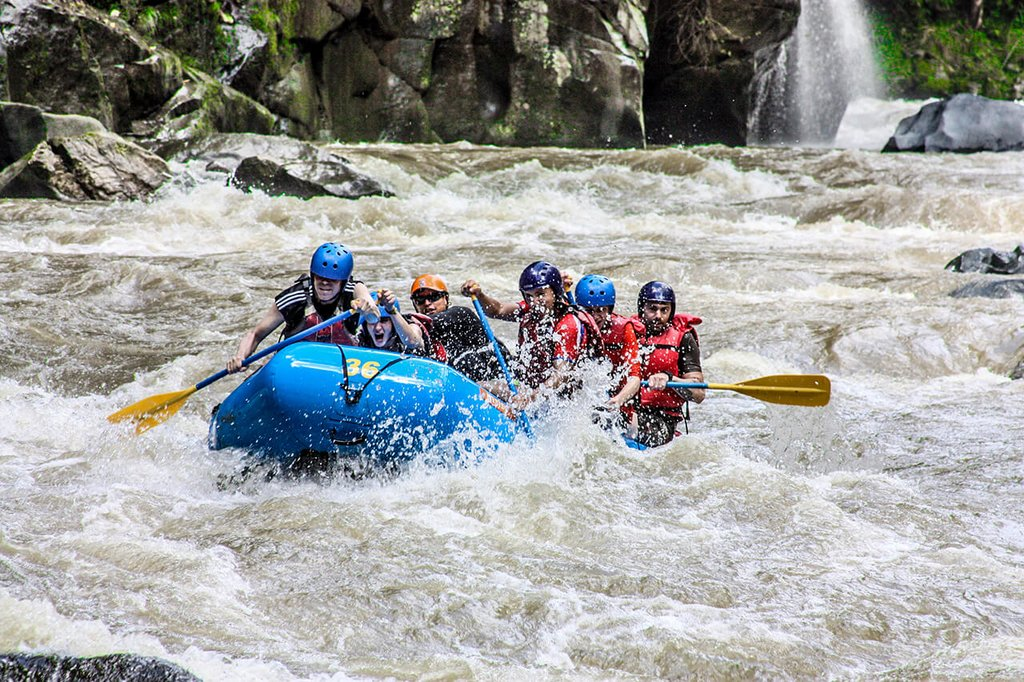 Conquer the rapids along the Pacuare River