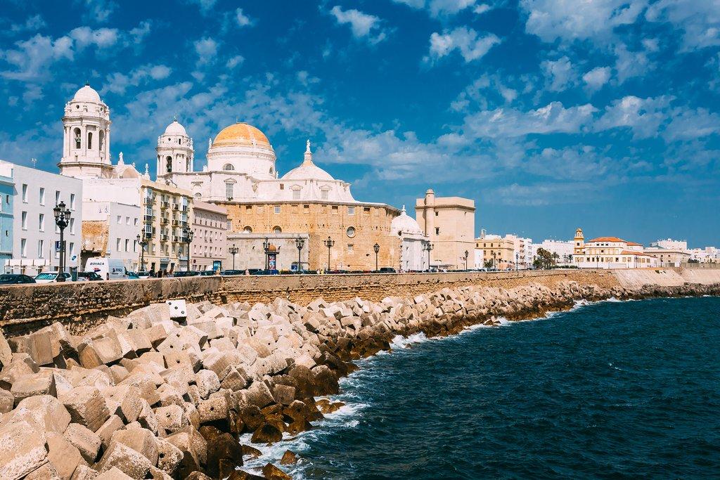 The inviting Paseo Campo del Sur waterfront promenade