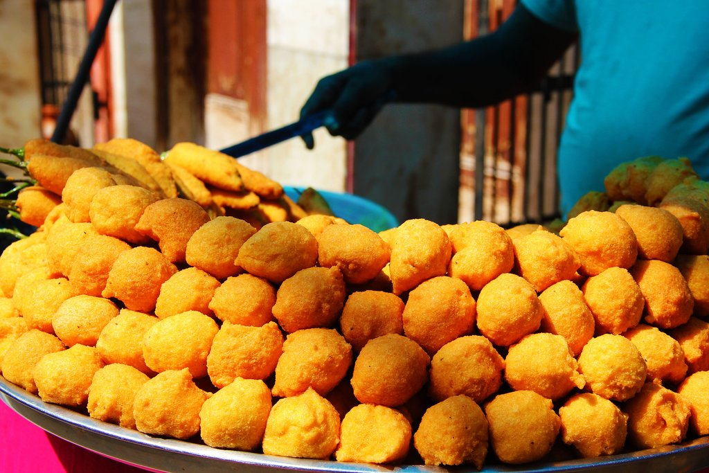 Visit a local market and sample some street food in Bhavnagar
