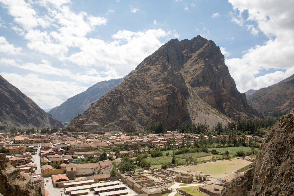 Ollantaytambo village and Pinkuylluna Mountain