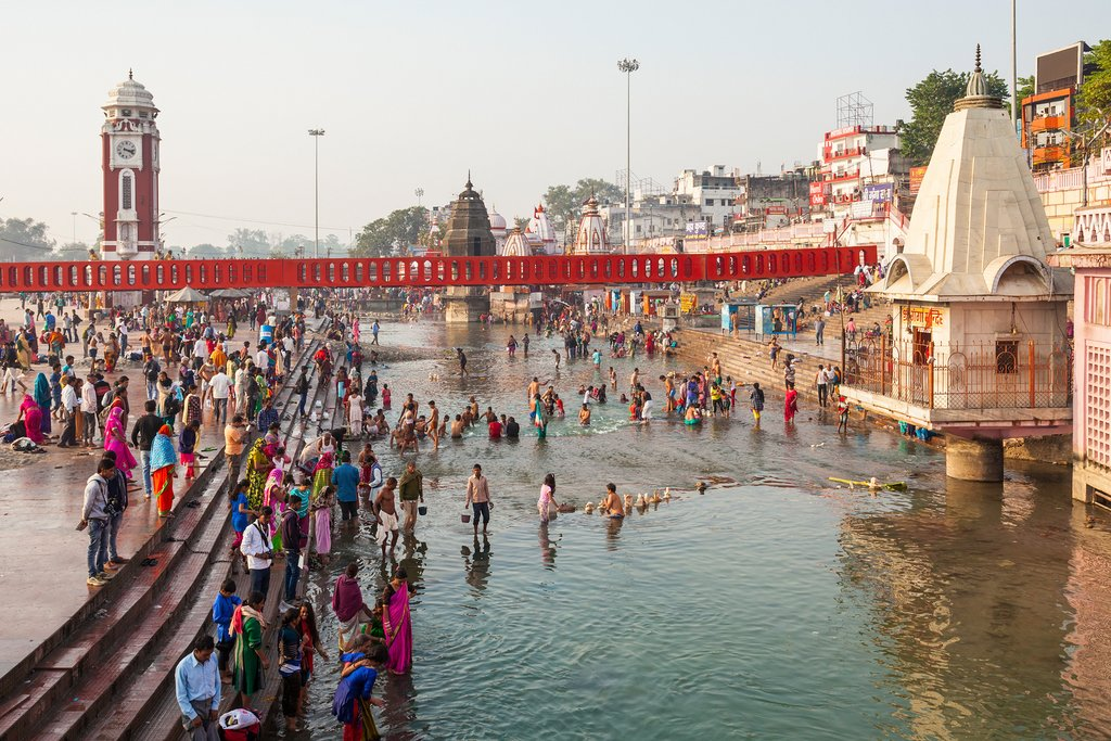Haridwar draws Hindus from far and wide