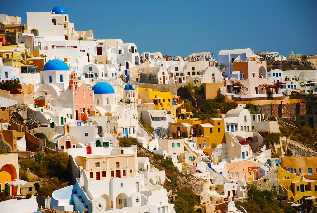 Houses in Santorini (Photo courtesy of Pixabay)
