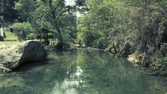 Crystalline waters in the Los Molinos river