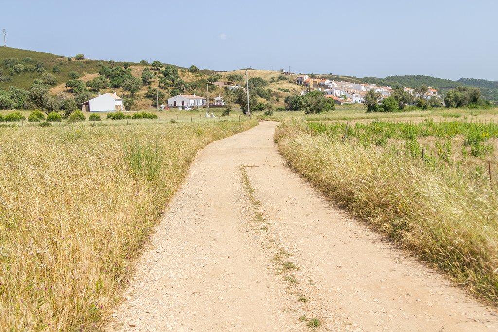 The idllic road to Pedralva
