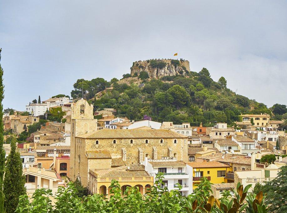 Begur's hillside setting