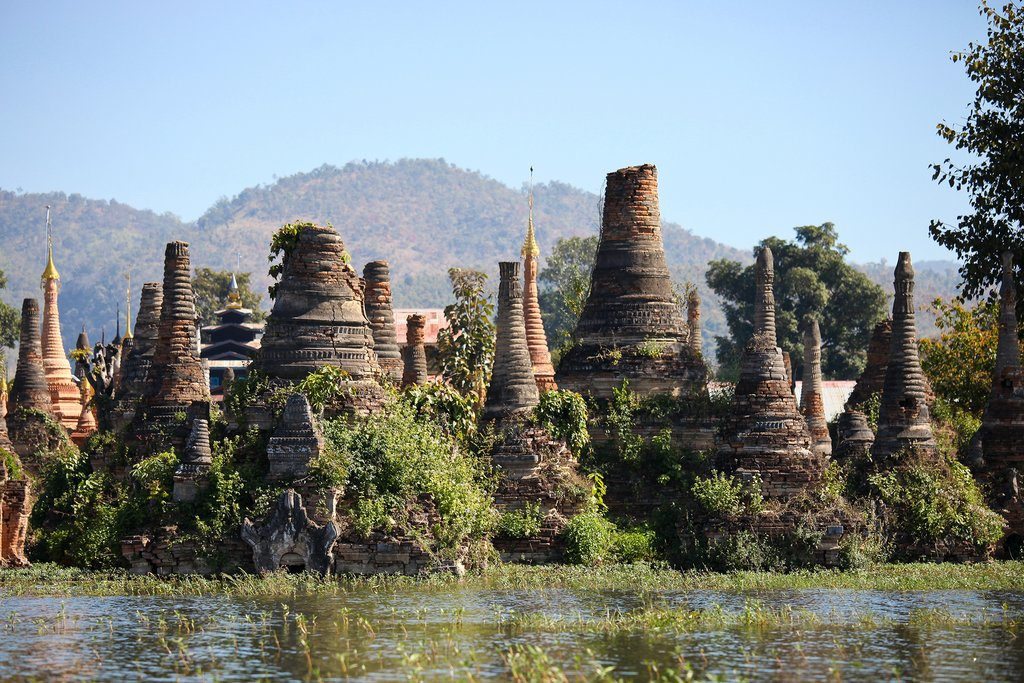Shwe Inn Thein Paya & Inle Lake in Nyaungshwe