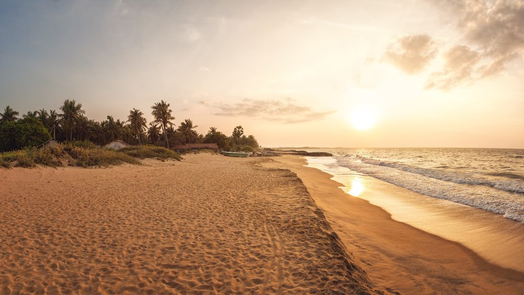 Enjoy a free day in Kalpitiya and one last amazing ocean sunset