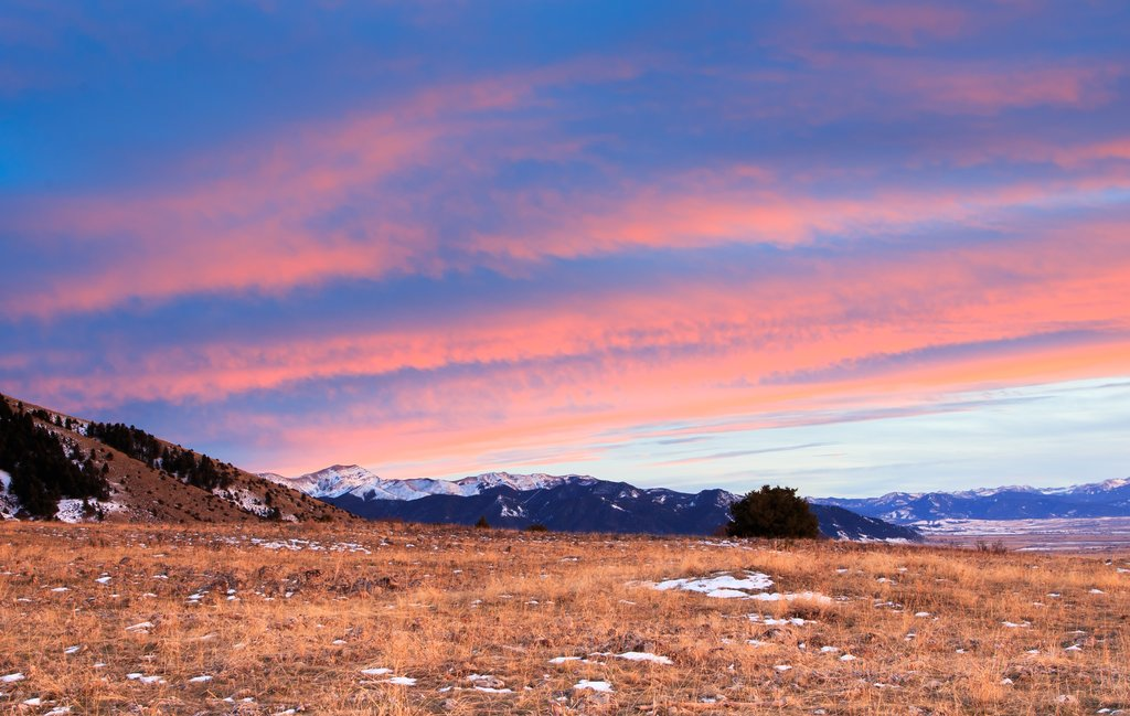 Montana - Colorful clouds above the mountains in Bozeman