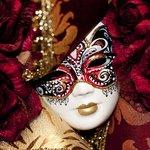 World Of Carnival Masks Family Scavenger Hunt in Venice