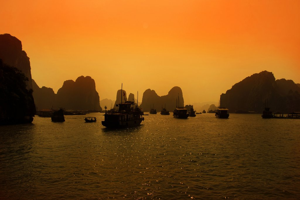 Sunrise over Hạ Long Bay