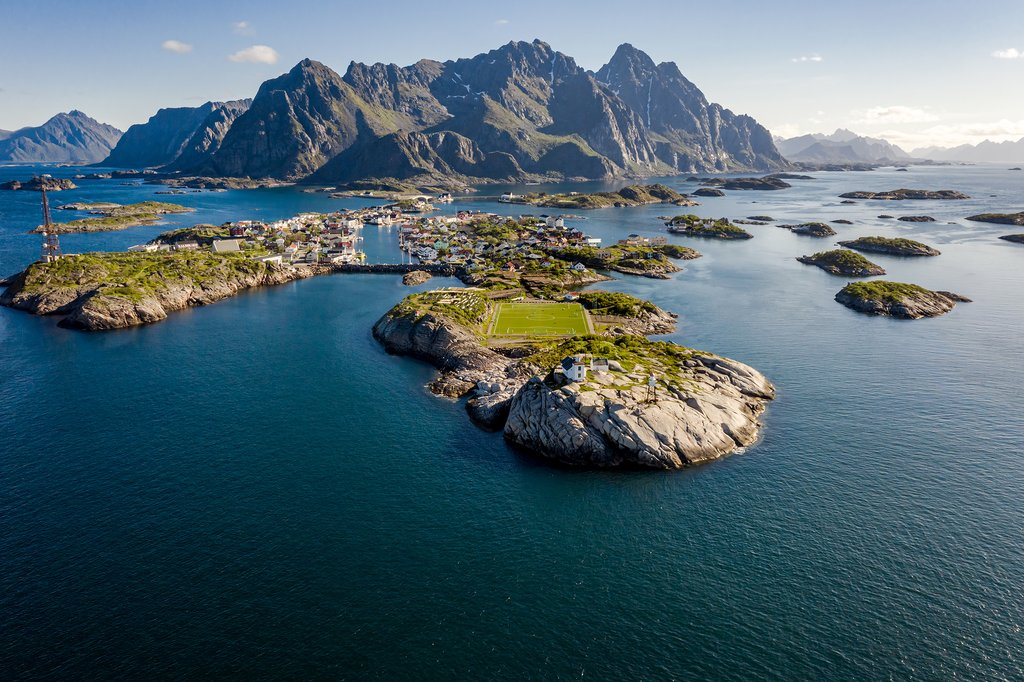 The interconnected islands of Henningsvær