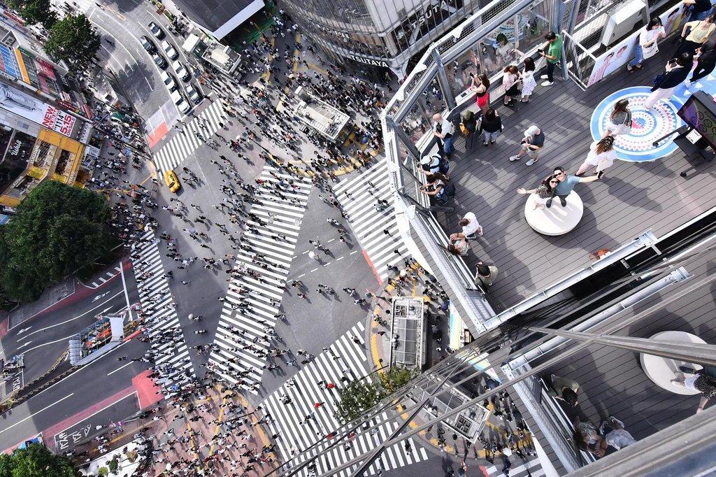 Shibuya crossing from a birds-eye view