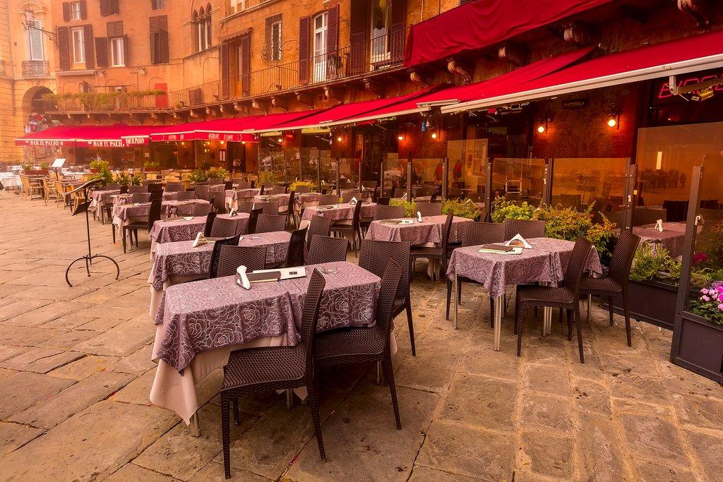 Dining al fresco in Siena
