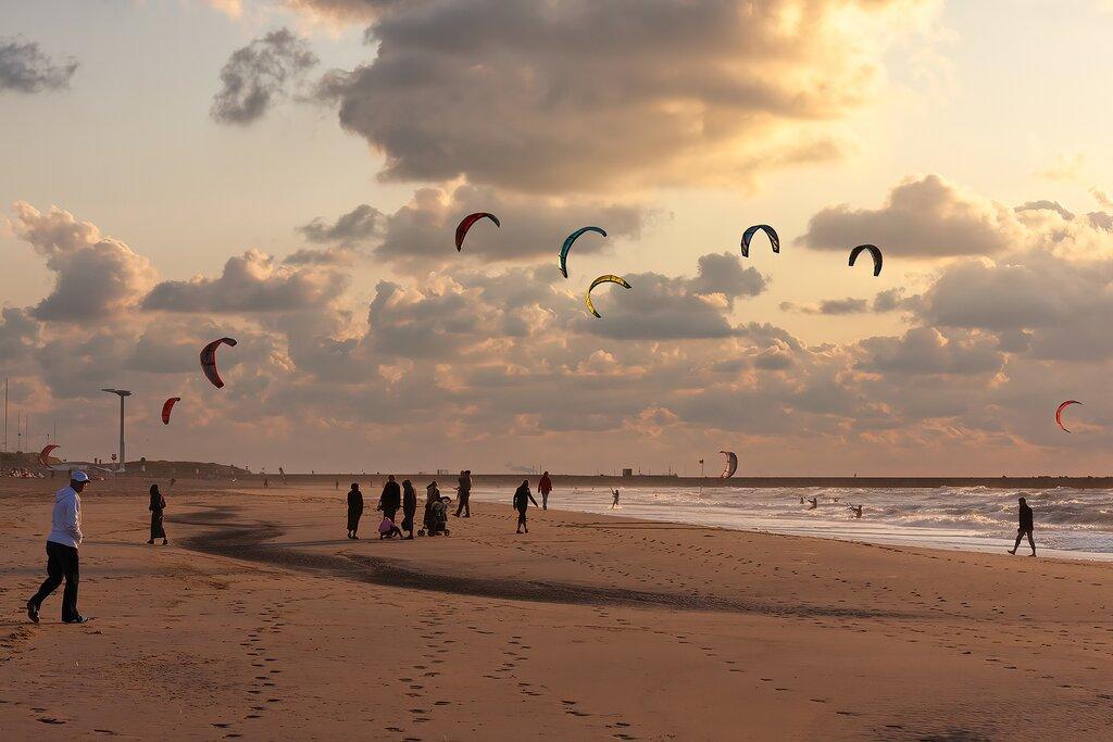 Kitesurfing on Scheveningen Beach
