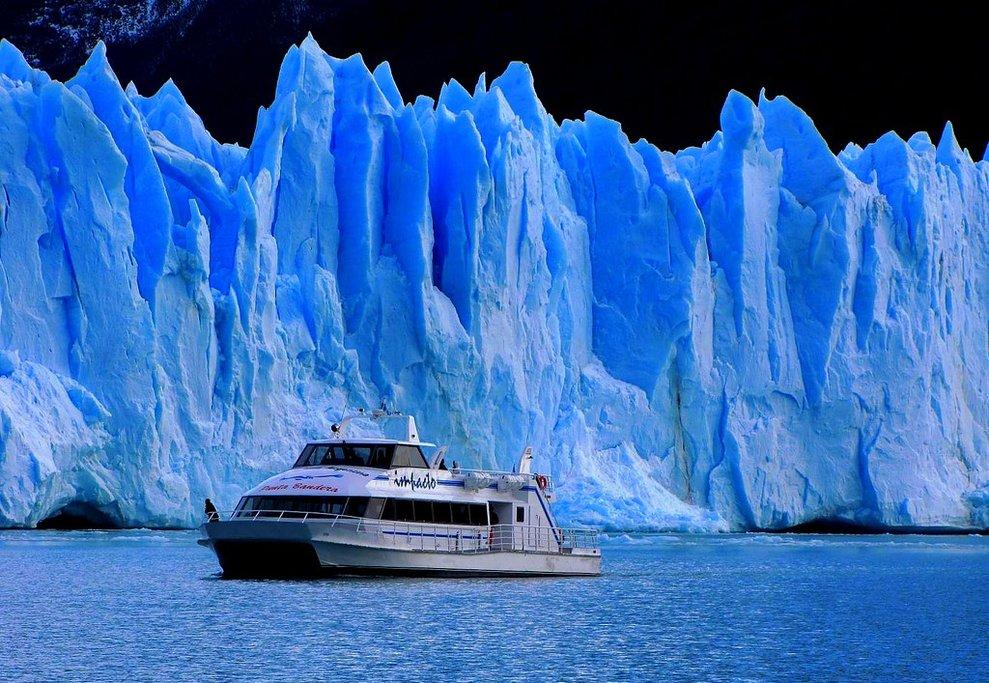 Take a luxury boat tour of Perito Moreno