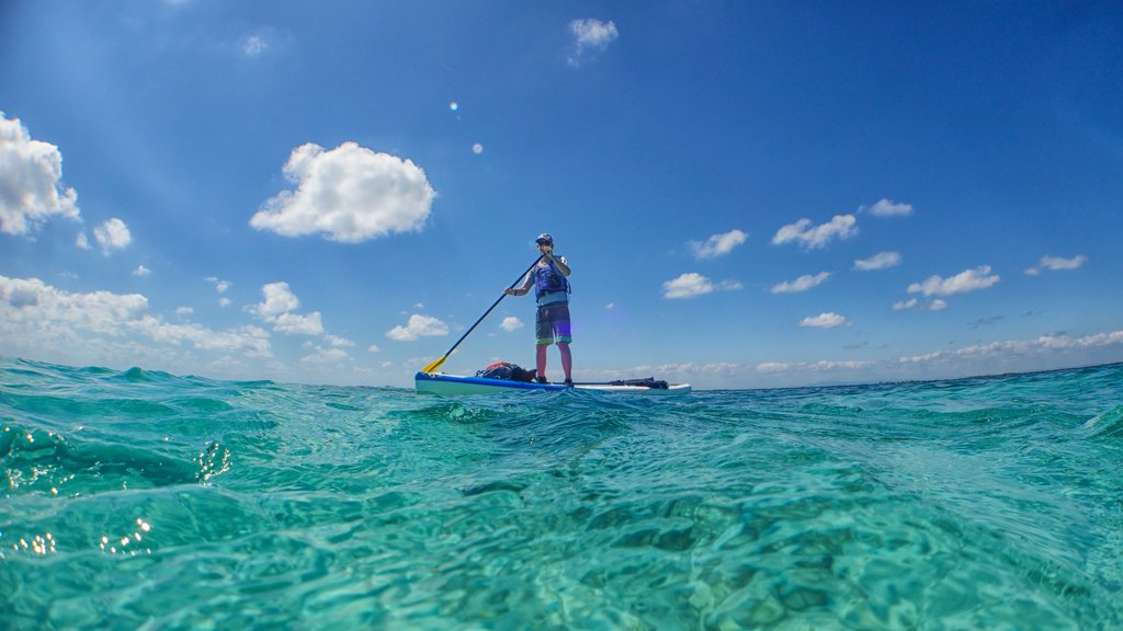 Paddleboarding in Tobacco Caye