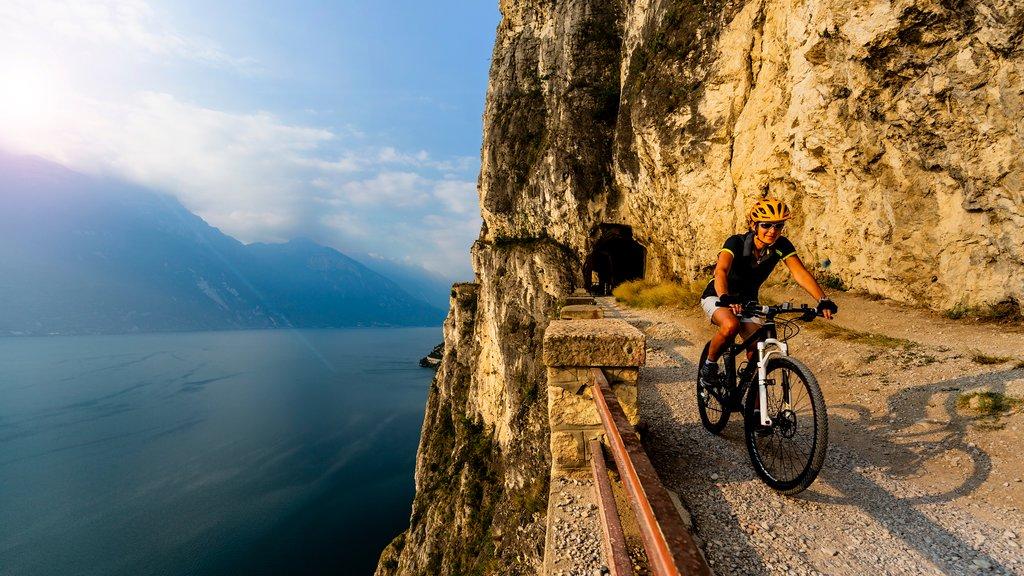 Biking on Sentiero della Ponale