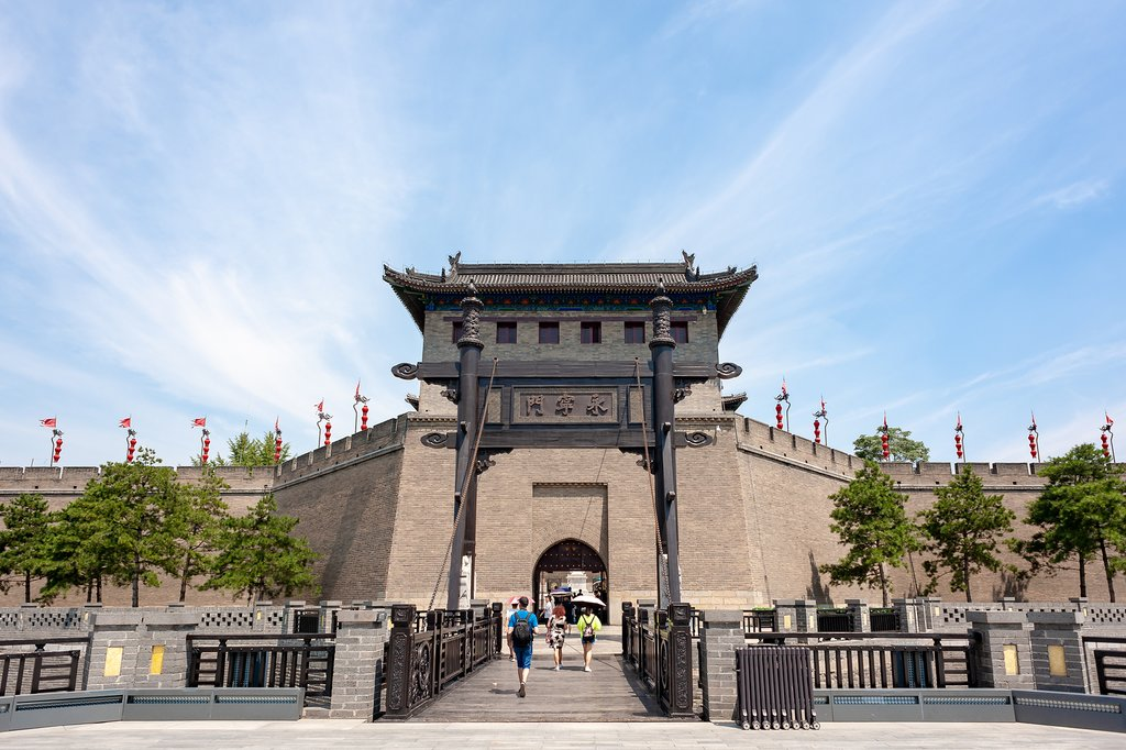 From atop Xi'an's Old City Wall, you can get picture-perfect panoramic views