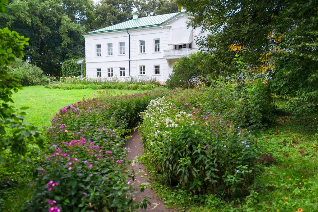 Tolstoy's house estate in Yasnaya Polyana