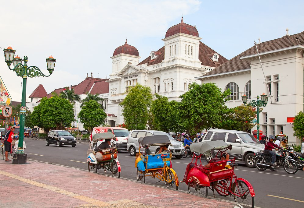 Arrive in Jodja, the cultural capital of Java