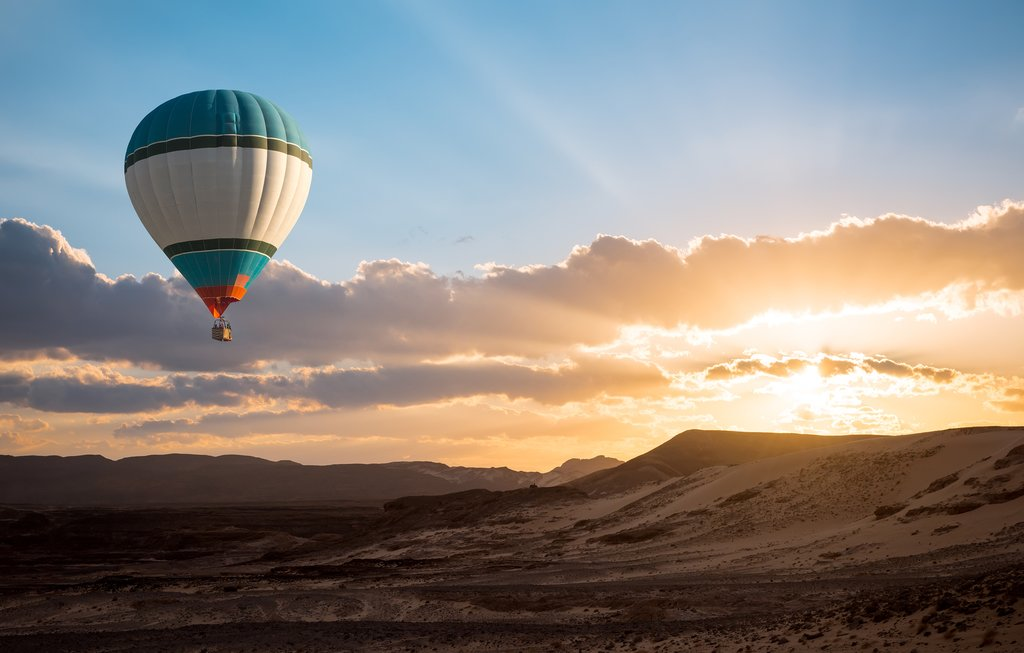 Hot-air ballooning over the Veld