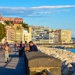 Caracciolo e Lungomare, a seaside promenade