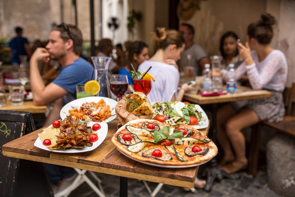 Pizza and pasta al fresco in Rome