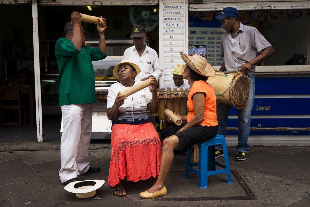 Street musicians in Cali