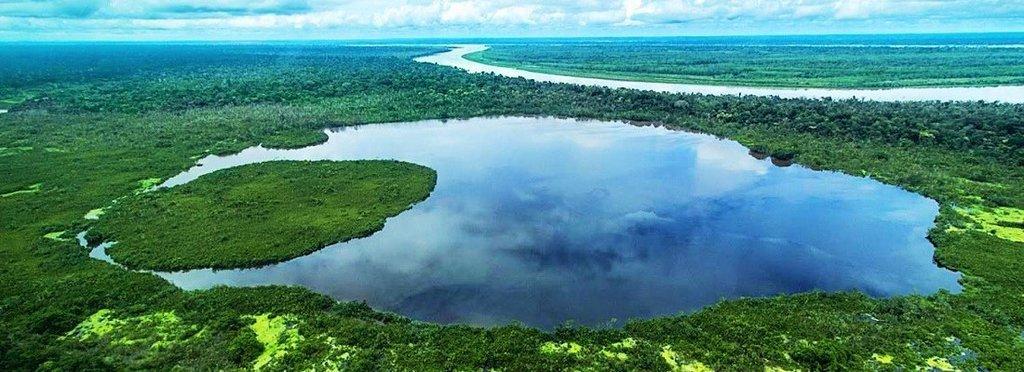 The incredible waters of Lake Tarapoto