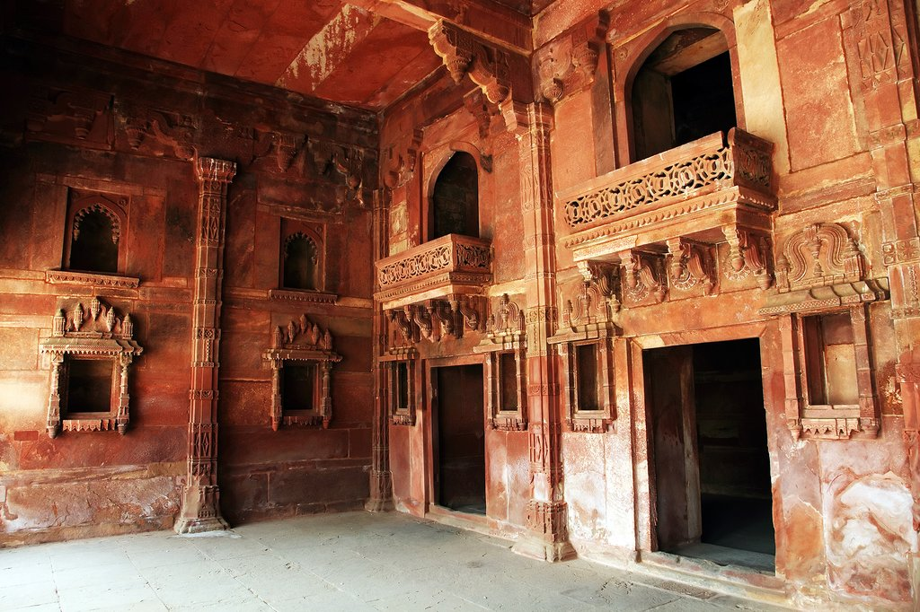 Explore the abandoned royal city of Fatehpur Sikri