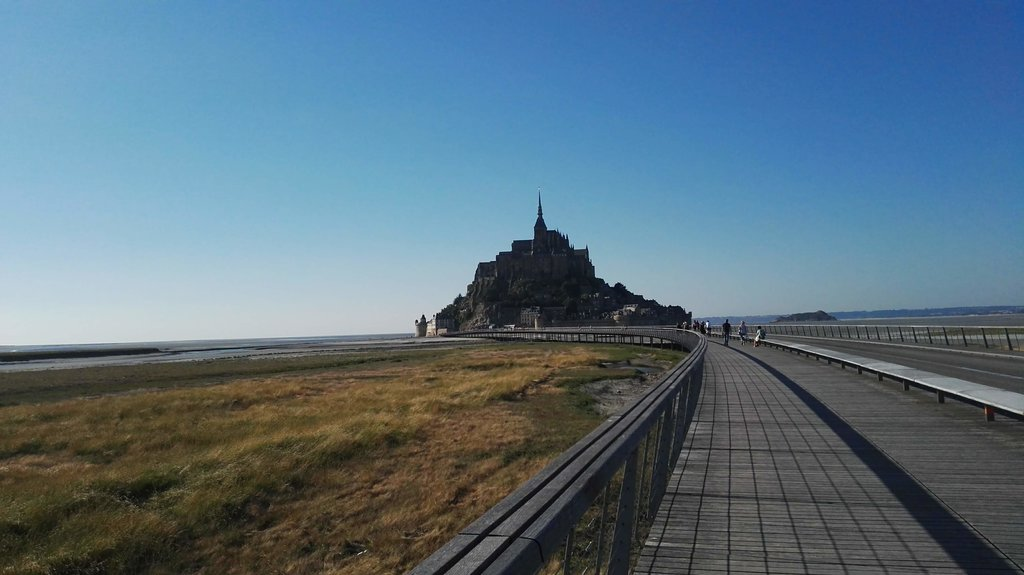 Cycle the road to Mont Saint Michel