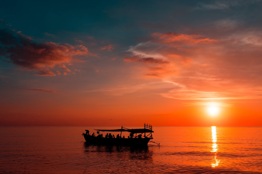 Take an optional boat trip around the island at sunset