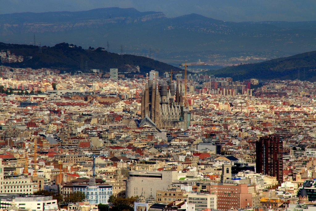 A panoramic view of Barcelona (Photo courtesy of Pixabay)