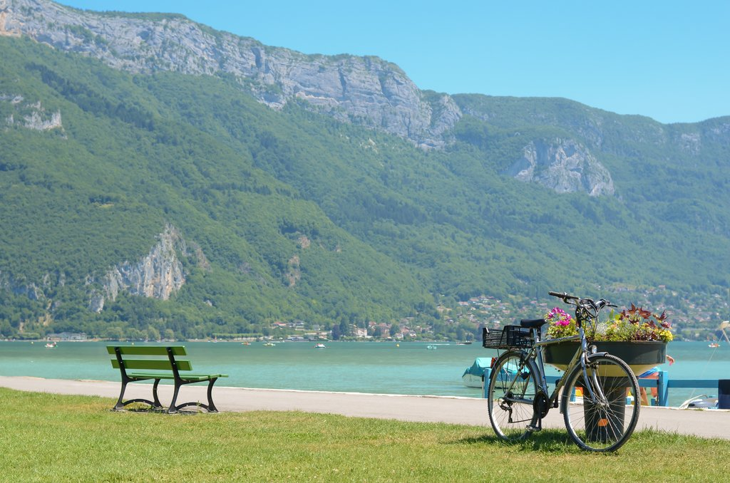 Cycling around Lake Annecy